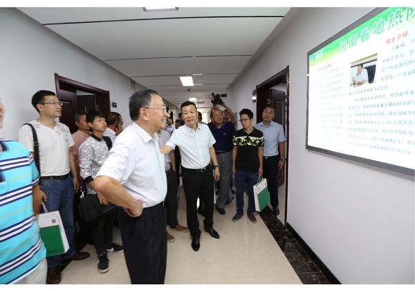 清洁取暖企业万江新能源与中科院院士汪集暘合作成立河南地热研究院士工作站1