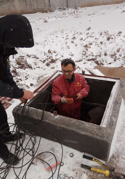 为保障鹿邑百姓温暖过冬清洁供暖企业维修人员故障排除中