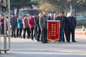 三门峡陕县清洁供暖解决了多年来百姓无暖气问题受到了当地群众赞誉并送来锦旗感谢政府